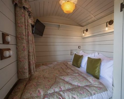 The Pig Shepherd Hut Interior – Bijoux comfort